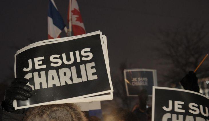 4551171_6_6e9a_people-holds-signs-reading-i-am-charlie_6b660e9920e61ea830433ad7927aef6f
